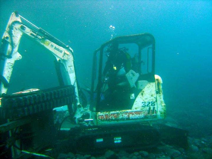 Caterpillar Skid Steer >> Bobcat machines take to the water