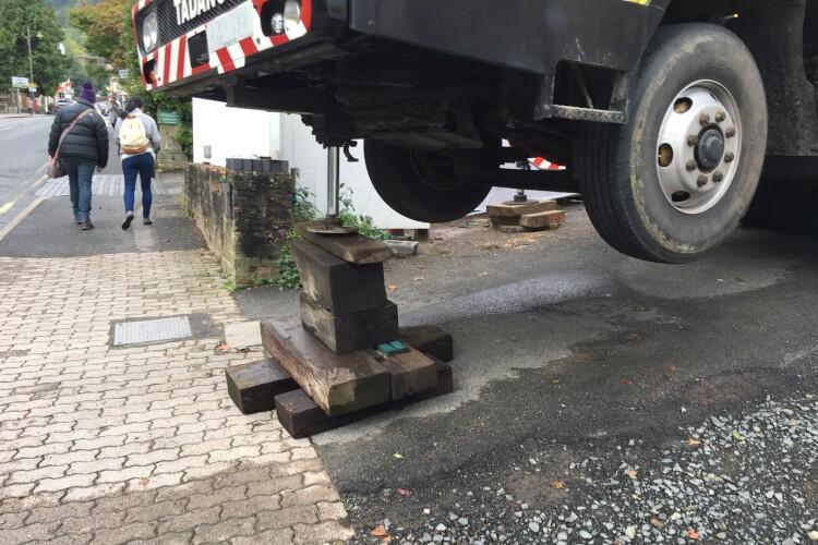 The makeshift crane platform